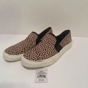 Universal Thread Leopard sneakers sz8